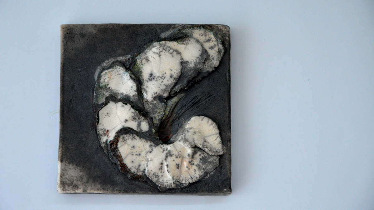BLOOMING Raku Wall Art, NAOMIPELI Ceramics ...